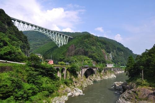 槙峰大橋と綱ノ瀬川橋梁