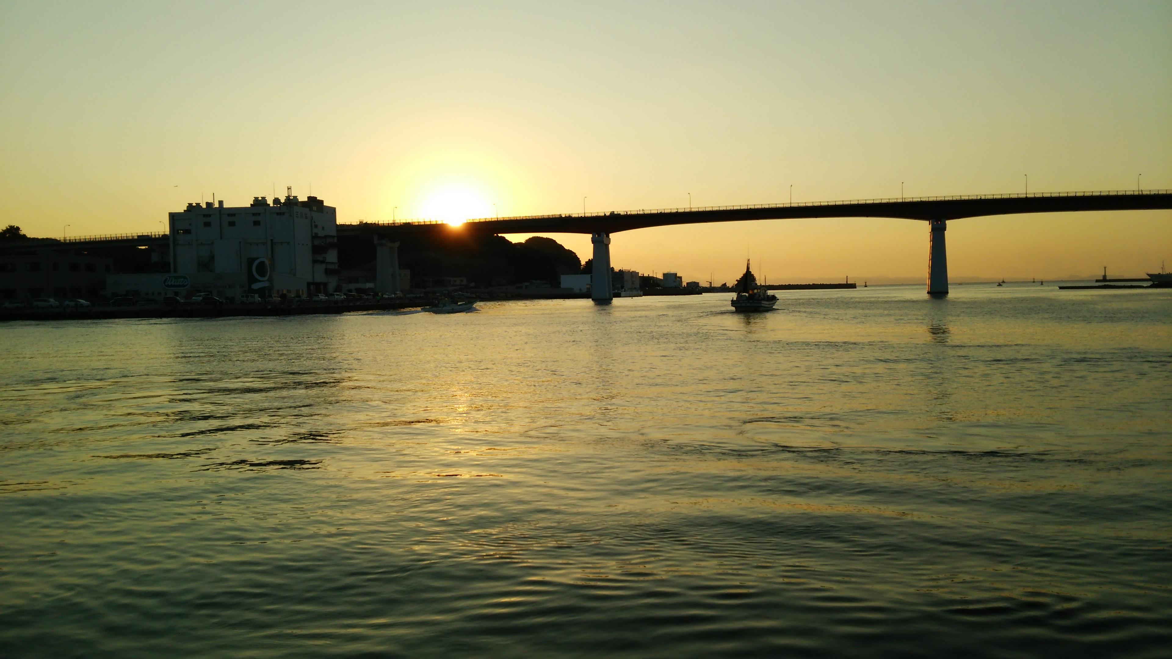 三崎港からの城ヶ島大橋