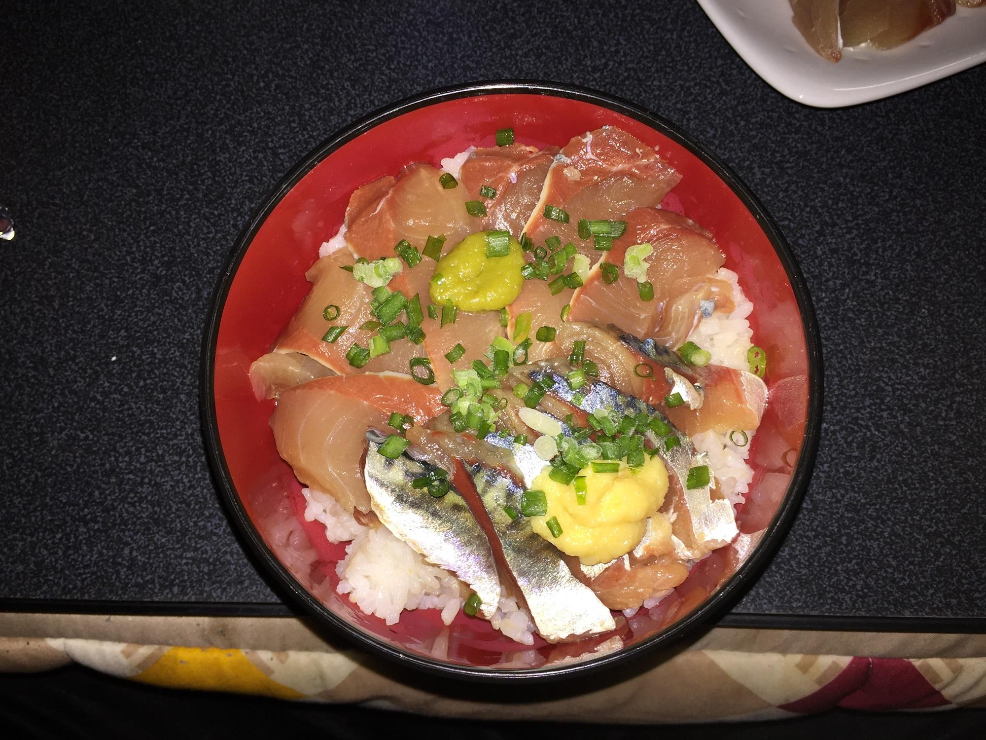 イナダとサバの海鮮丼