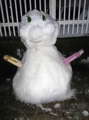 アンパンマンに似せて作った雪だるま