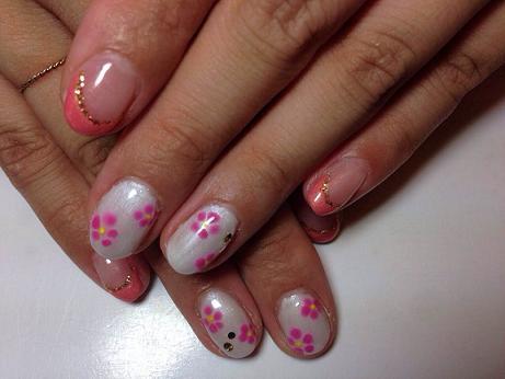 フレンチネイルデザイン フラワー ピンク パールホワイト 春.