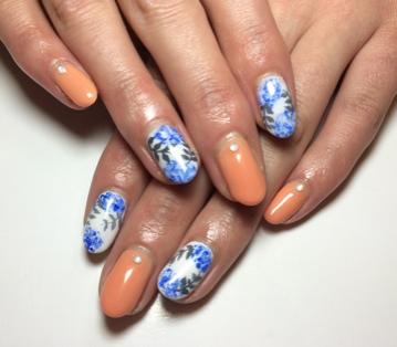 ホワイト ブルー オレンジ 爽やか ボタニカル ジェル ネイル デザイン