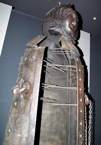 明治大学の刑事博物館にあるアイアンメイデン