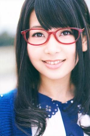 眼鏡をかけた種田梨沙