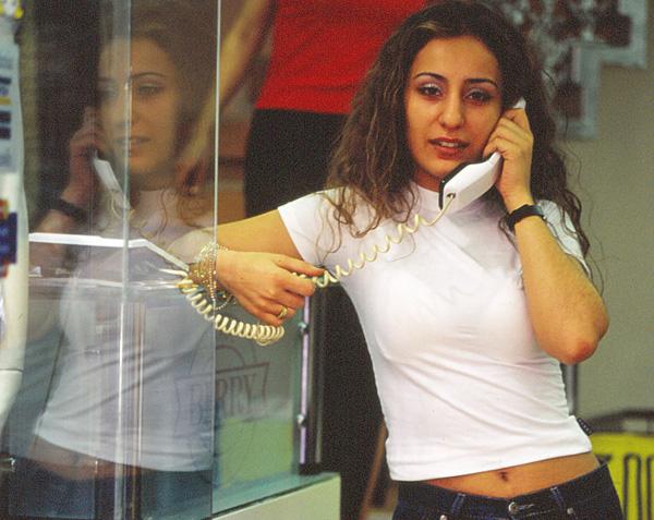 01電話で大忙し2001