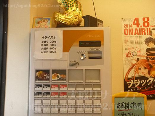 カレーは飲み物。秋葉原店で鶏カレー山盛り005