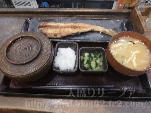 しんぱち食堂新宿店で朝食メニューほっけ定食015