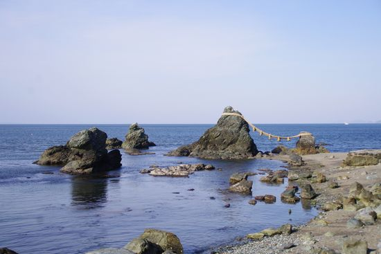 夫婦岩とか