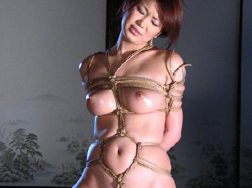 美乳でパイズリしてもらった後は、縛り上げる!