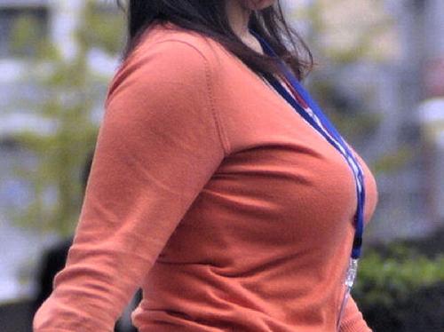 【画像】素人女子の着衣おっぱい画像