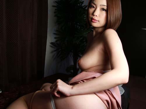 ポチっと乳首を勃たせたマシュマロおっぱい卑猥なイケイケ女子