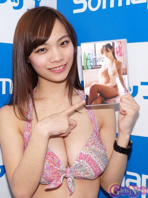 鷹羽澪ちゃんの美味しそうな桜餅16