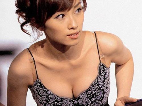 亀井京子アナウンサーグラビア&お宝おっぱいエロ画像