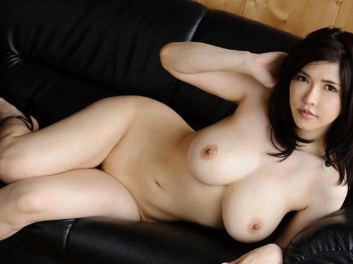 3次画像 全裸でヒール履いてるおねえさんのおっぱいに超興奮♪