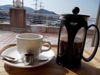 長崎港が見えるカフェで