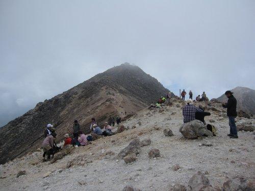 蚕玉岳から山頂方面