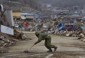 Japan+Crisis+After+Earthquake+Tsunami+Devastates+tSBrbQziXA9l.jpg