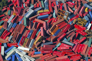 cargo-containers-japan-earthquake-aftermath_33237_600x450.jpg