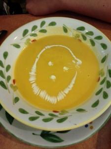 冷たくて黄色いコブラのスープ