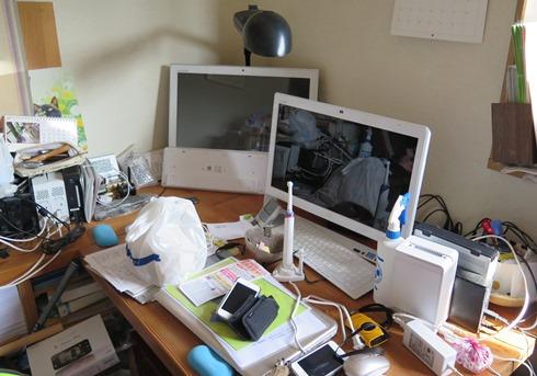 7)パソコン4台と(笑)