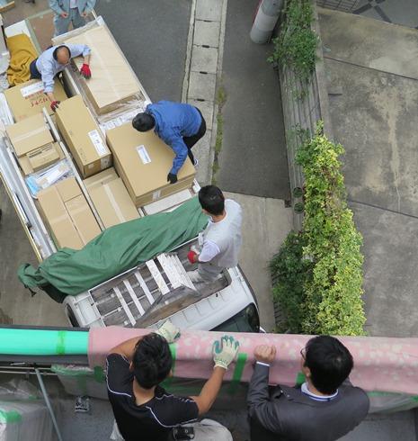 5)トラックが到着総勢6名で