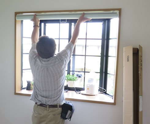 12)出窓のロールスクリーン
