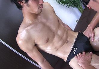 [男のプリケツ] ゲイ動画:超筋肉、夏樹が競パン激エロからみ!!!性感帯を責められ競パンの中身はガチガチフル勃起!!
