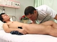 ゲイ動画:先生、僕の乳首も一緒にお願いしますっ !!