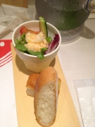パンとサラダ