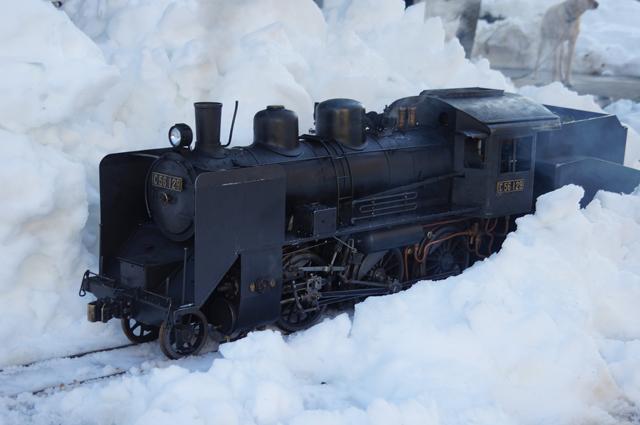 豪雪地帯を行くC56 129