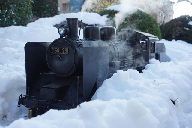 雪の中を走るC56 129