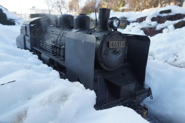 雪の中を行くC56 129