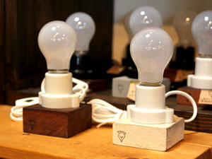 廃材Reuseオリジナル雑貨 Recca  古材の電球スタンド