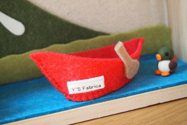 市販のフエルトシートで制作したカヌーです。