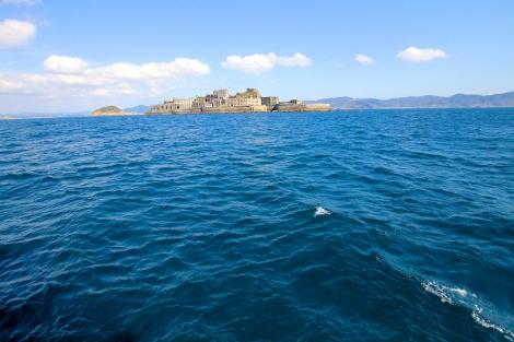 遠ざかる軍艦島