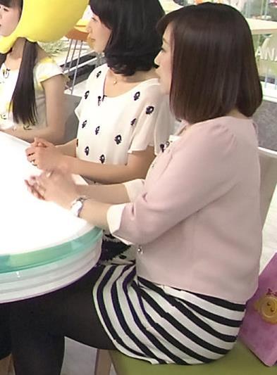 江藤愛 ミニスカ黒ストッキング (はなまるマーケット)
