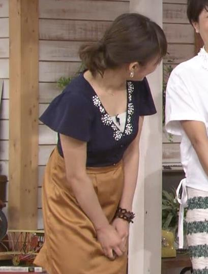 枡田絵理奈 巨乳前かがみ