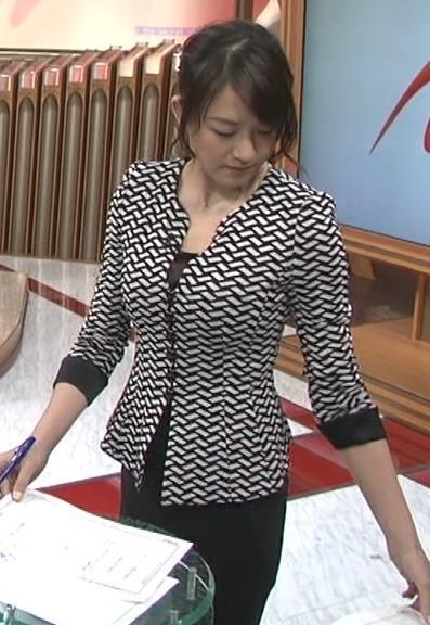 大島由香里 体のラインが分かるタイトスーツキャプ・エロ画像4