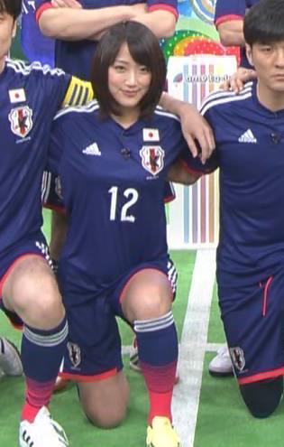 竹内由恵 太ももキャプ・エロ画像2