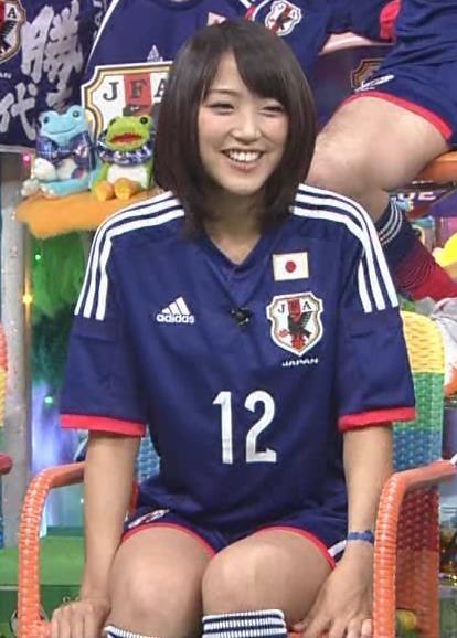 竹内由恵 太ももキャプ・エロ画像4