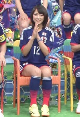 竹内由恵 太ももキャプ・エロ画像5