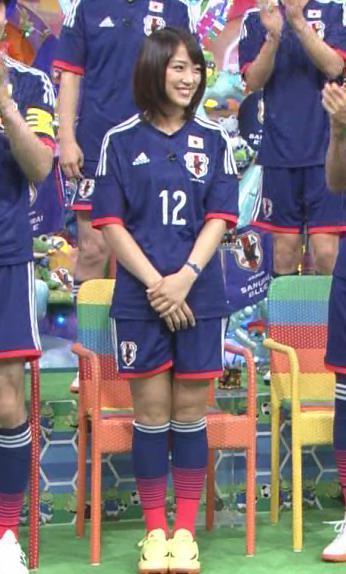 竹内由恵 太ももキャプ・エロ画像6