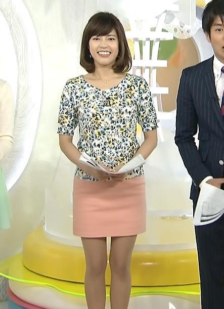 神田愛花 タイトミニスカート