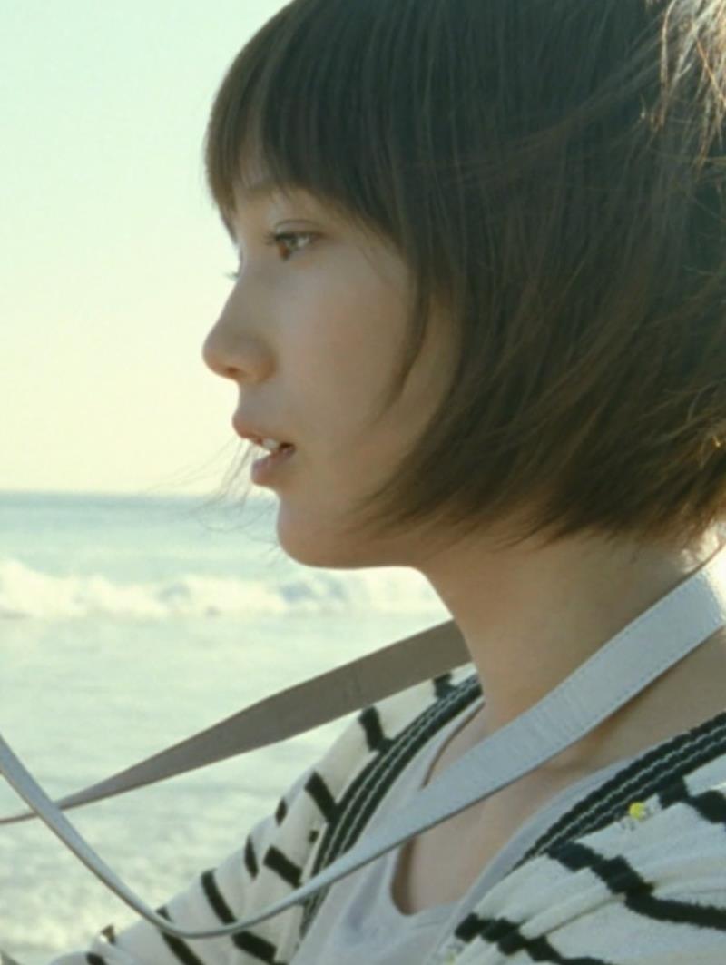本田翼 カメラのCMがかわいいキャプ・エロ画像2