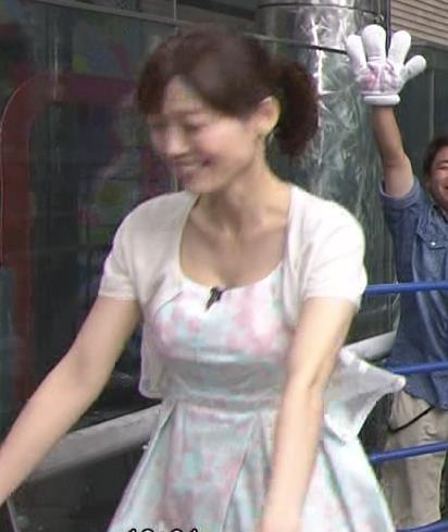 佐藤良子 胸の谷間キャプ・エロ画像3