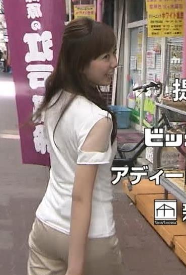 内田嶺衣奈 体のラインが出てるTシャツキャプ・エロ画像5