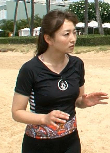 狩野恵里 タイトな服キャプ・エロ画像3