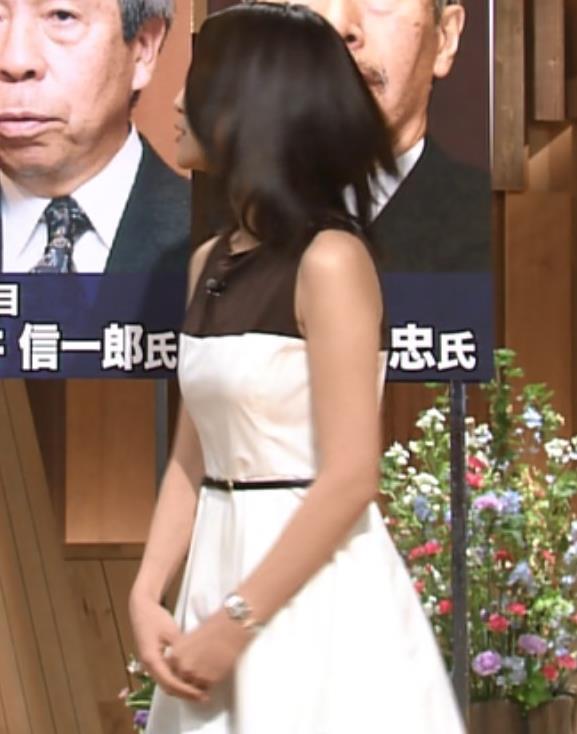 小川彩佳 ノースリーブ画像