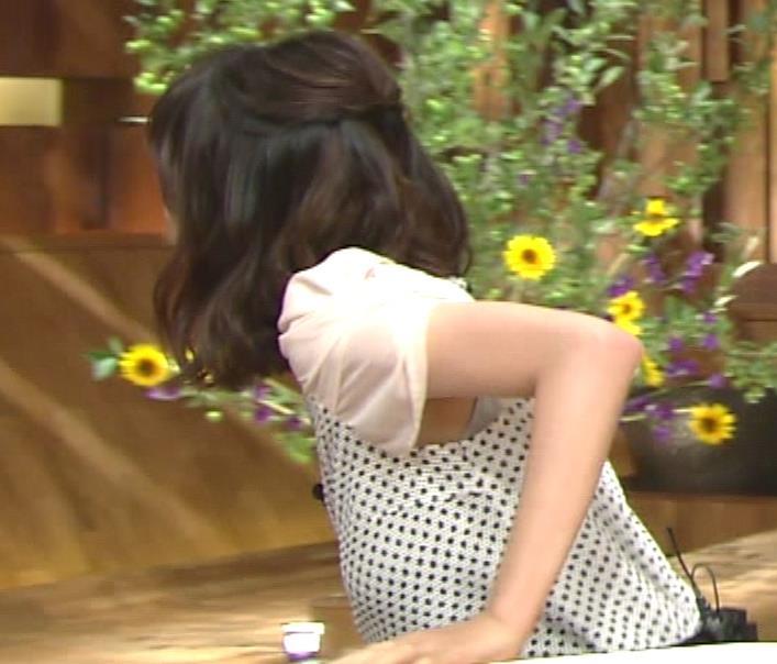 青山愛 横乳とワキ