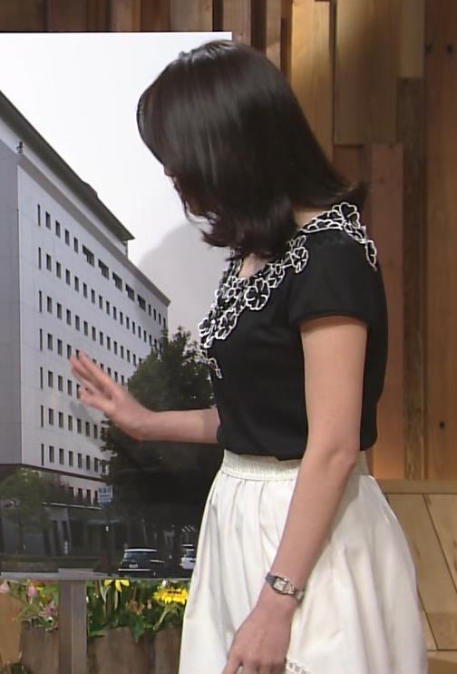 小川彩佳 横乳キャプ・エロ画像